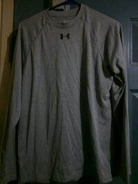 Woman's under amour grey long sleeve size small  London, N5W 2Y8