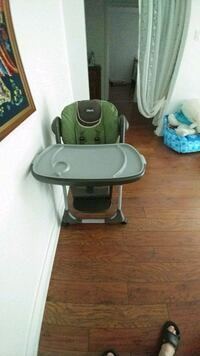 baby's green and white high chair Montréal, H4V 2G3
