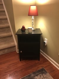 Side Table with light and decor Ashburn, 20147