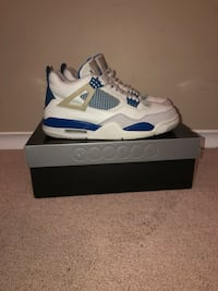 unpaired white and blue Air Jordan 4 shoe with box 502 km
