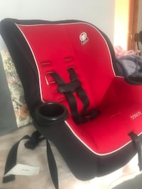 Baby's red and black car seat carrier Montréal, H8Z 2W6