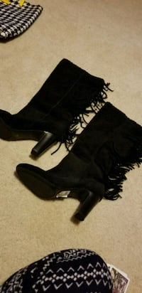 pair of black suede boots size 6 1/2 East Peoria, 61611
