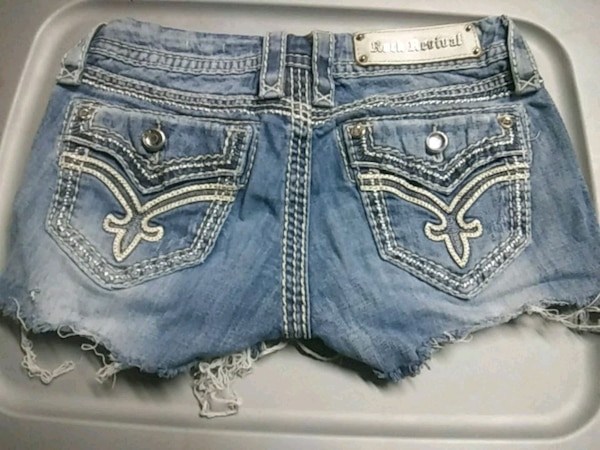 Size 26 rock and revival shorts