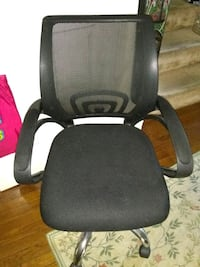 Excellent condition desk chair fabric mesh back Alexandria, 22315