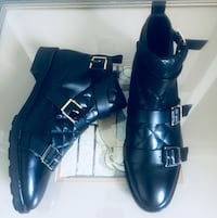 pair of black leather pointed-toe heeled shoes Los Angeles, 90034