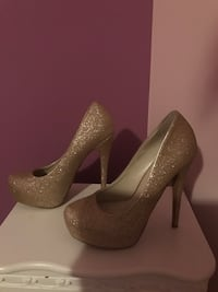 Gold pumps size 6 worn once