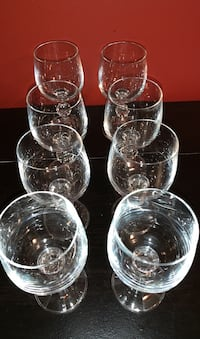 8 vintage small cordial or wine glasses. Each holds7 oz.very good cond Washington, 20016