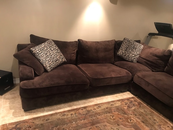 LARGE SECTIONAL COUCH. BROWN