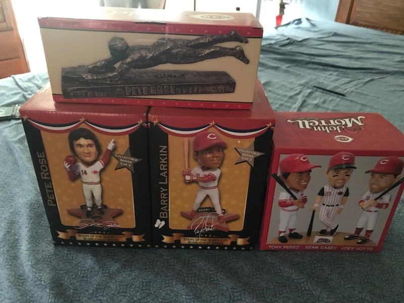 Selling trouble bobble heads Pete rose barry Larkin and pete rose statue 54b235b4-775f-494b-9253-5843287d461a