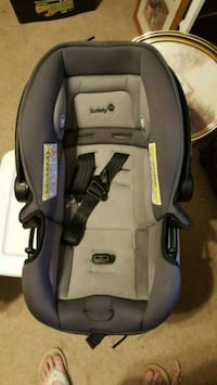 baby's gray and black car seat carrier Thomasville, 27360