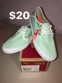 pair of green Vans low-top sneakers with box Sacramento, 95838