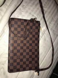Louis Vuitton clutch   Providence, 02905