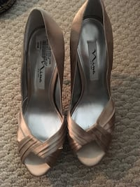 pair of gray leather peep-toe heeled shoes 23 km