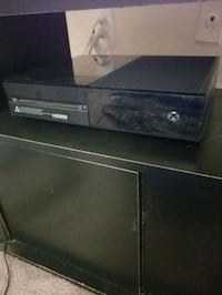 Xbox One (w/ controller and games) Arlington, 22204