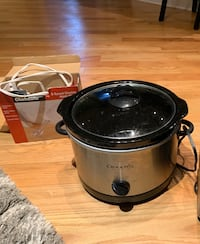 Small kitchen appliances: had mixer and slow cooker Chicago, 60625