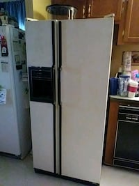 General Electric double door refrigerator with ice Romulus, 48174