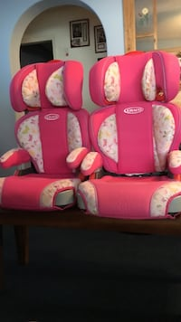 Two pink car seats $30 for both very good condition just cleaned 3494 km