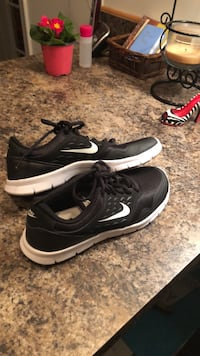 Shoes nikes size 7.5 NEW Huntingtown, 20639