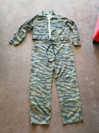 Set Camo hunting /camping suit.