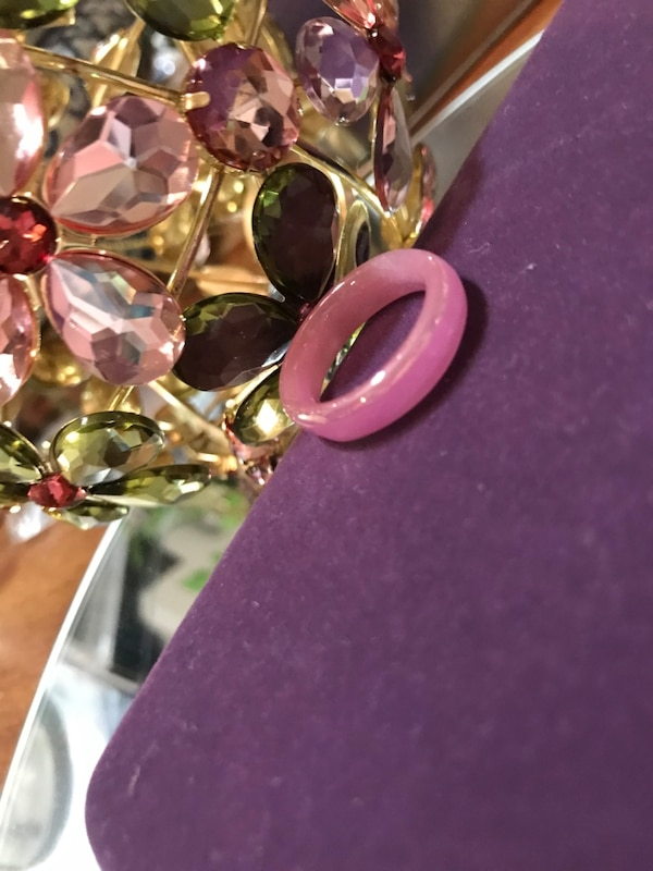 Pretty! Pink ! Unique Vintage Plastic Ring 7cf5f944-ae81-4824-910f-9da798f52192