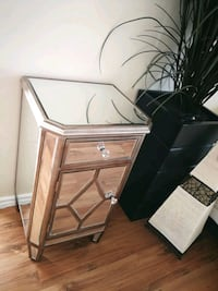 Mirrored Stand End Table -good condition