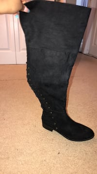 over the knee boots. never worn. size 9.5! Germantown, 20876