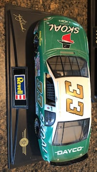 Green and white skoal racing car scale model Germantown, 53022