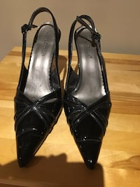 pair of black leather pointed-toe pumps Ottawa, K1S 2S8