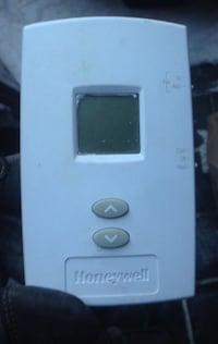 White honeywell digital thermostat Richmond Hill, L4C