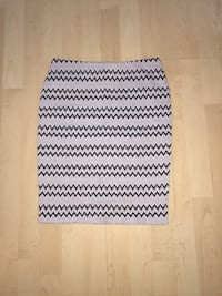 white and black knitted textile Laval, H7K 1Y5