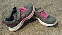 Kids shoes, Sketchers, pink and grey, girls sz 12 Pewaukee, 53072