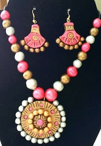 pair of women's multicolored beaded jewelry set 3133 km