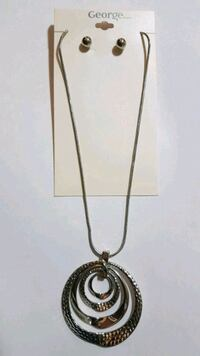 silver chain necklace with round pendant Kitchener, N2E 4L3