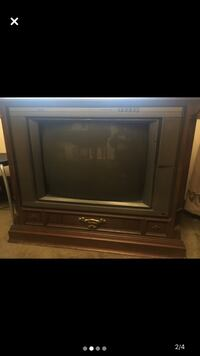 TV -VINTAGE-Colonial style- RCA- solid wood cabinet -- a classic Toronto, M8Z 4Z5
