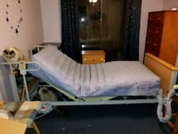 Hospital bed with pressure relief mattress