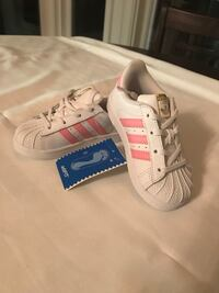 NEW WITH TAGS! Adidas Superstar, Girls Toddler Size 7 Pickering, L1X 1V9
