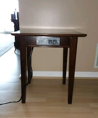 Saunder end table Lowell, 01852