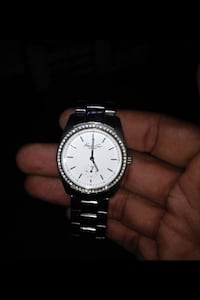 Kenneth cole u unisexdiamond bezel round silver-colored analog watch with link band Diamond Bar
