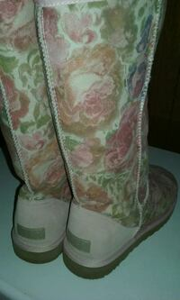 Floral pattern ugg boots size w9 Somerville, 02145