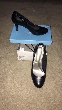 Black Pair of Heels/Professional shoes Palmetto Bay, 33157