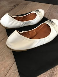pair of white leather slip-on shoes Langley, V2Y 0R1