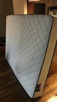 MUST GO SATURDAY Clean like new firm queen mattress