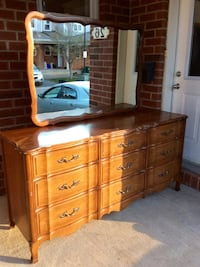 Beautiful Vintage French Provincial Dresser with Mirror - 9 Drawers Ottawa, K2G