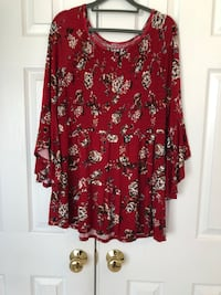 Like New beautiful floral tunic dress with flared sleeves. Super soft material!! Size M 8 mi