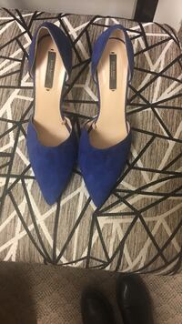 Women's pair of blue zapa basic suede pointed-toe pumps