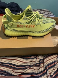 Pair of yeezy boost frozen yellow 350 v2 on box New York, 11226