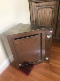 New Stainless Steel Oven Hood w Exhaust  Falls Church, 22041