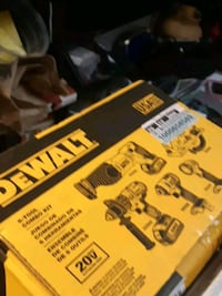 Dewalt 5 piece tool combo kit 20 volt London, N5V 1R2