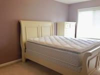 Antique White Bed - Queen Size Mississauga, L5H 1J5