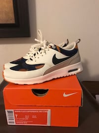 Nike womens shoes size 7 North Vancouver, V7M 3B8
